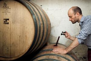 Leon examine a wine from barrel